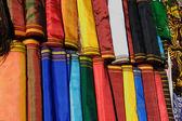 Textiles nacionales hechos a mano para el vestido tradicional de las mujeres. — Foto de Stock