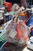 Mercado de pulgas. muñeca vintage. — Foto de Stock