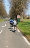 Cyclists on a country road in Val d Oise — Foto Stock