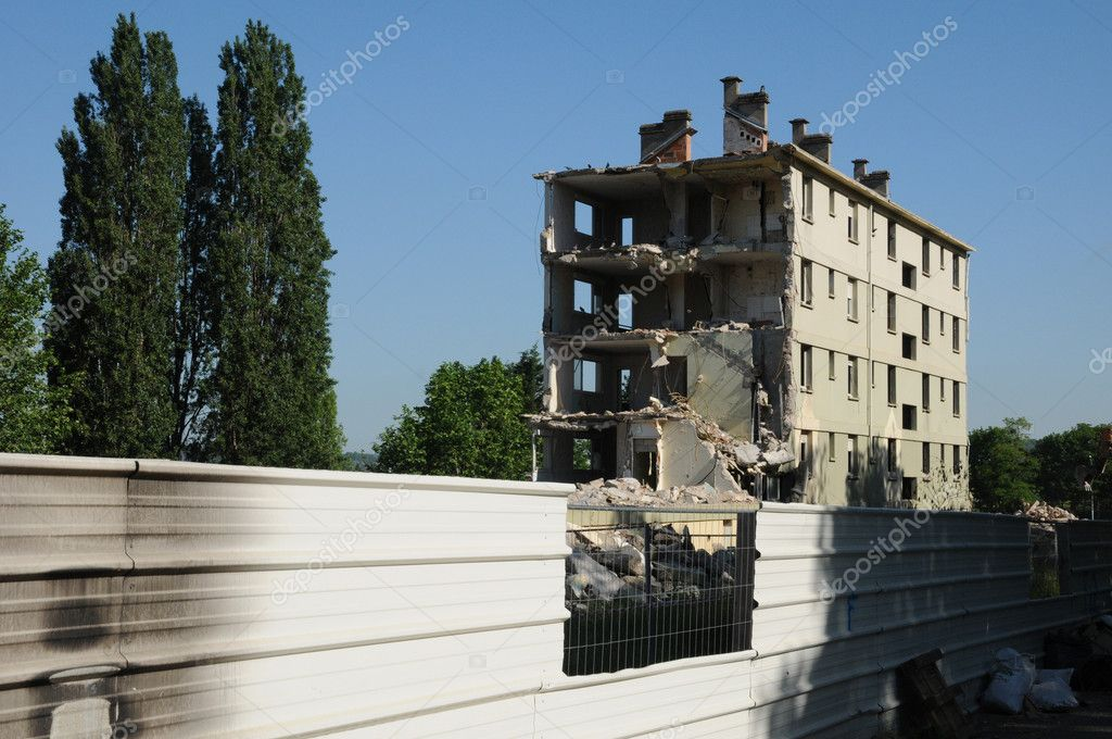 Ile de France, demolition of an old building in Les mureaux  Stock Photo #12257673