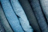 Pilha de calças de ganga — Foto Stock