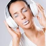 White noise, brunette with headphones. — Stock Photo