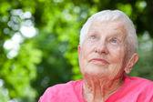 Senior femme en fauteuil roulant — Photo