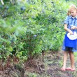 Blonde Girl Picking Blueberries — Foto Stock