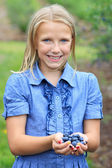 Blonde Girl with Fresh Picked Blueberries Smiling — Stockfoto