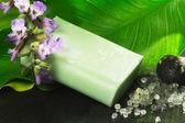 Stuk zeep geparfumeerd met salie — Stockfoto