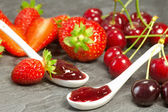 Cherry and strawberry iam — Stockfoto