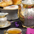 Tebreak with lavender flavored tea — Stockfoto #11753455