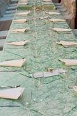 Длинный стол в ресторане — Стоковое фото