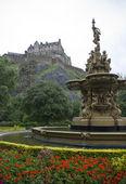 Edinburgh Castle from Princess gardens — Stock Photo