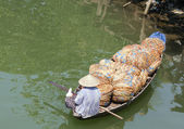 Woman in boat full of baskets, Hoi An, Vietnam — Стоковое фото