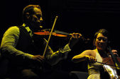 Violonist and cello player on the stage — Zdjęcie stockowe
