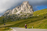 Motorcyclists on mountain pass — Stock Photo