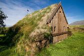 Pequeña iglesia con techo de pasto — Foto de Stock