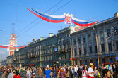 Crowds on Nevsky prospect on City Day — Stock Photo