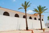 Edificio clásico estilo mediterráneo español — Foto de Stock
