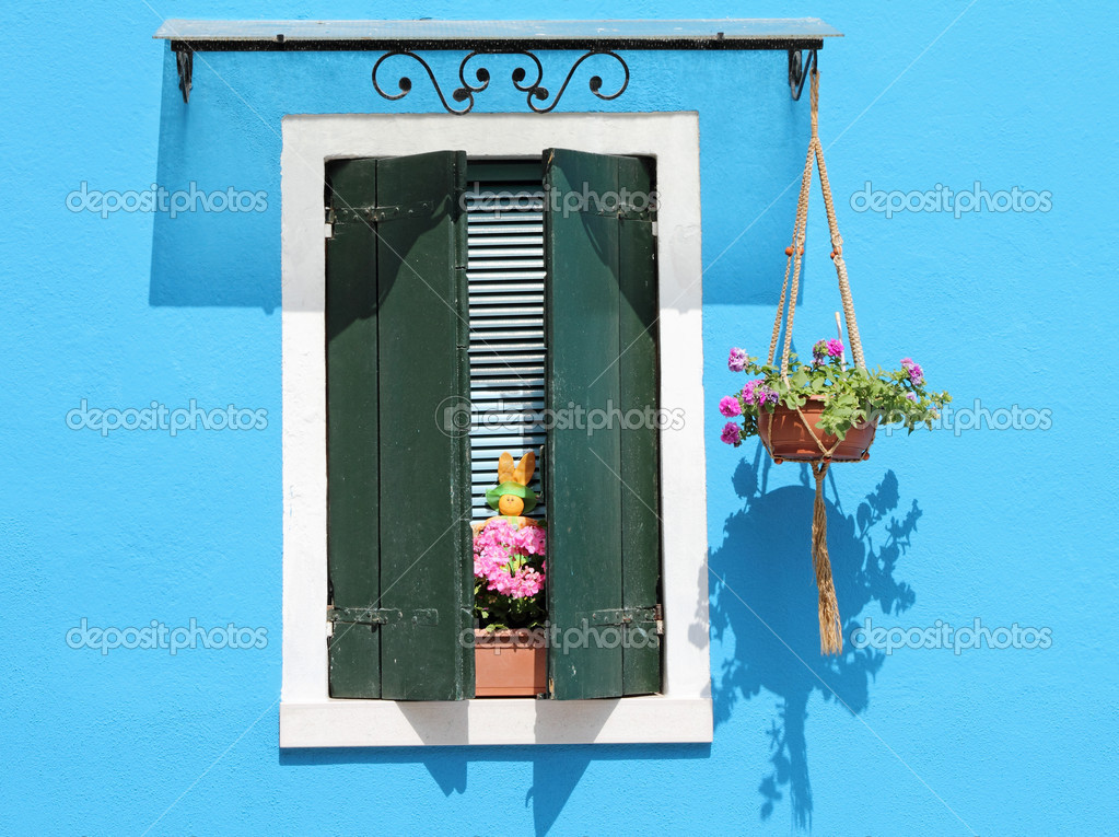 typical vivid colors for village Burano on venetian lagoon, Italy, Europe — Stock Photo #11559324