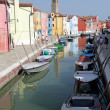 Canal in Burano little village on Venetian lagoon — Stock Photo