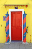 Traditional colorful doorway to the home in Burano village — Stock Photo