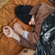 Foto Stock: Homeless MSleeping in Street