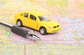 Αυτοκίνητο παιχνίδι και χάρτη με στυλό — Φωτογραφία Αρχείου