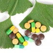Ginkgo leaf and medicine — Stock Photo