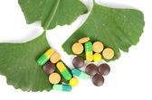 Ginkgo leaf and medicine — Stock Photo