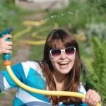 美しい若い女の子の散水庭園 — ストック写真 #11608751