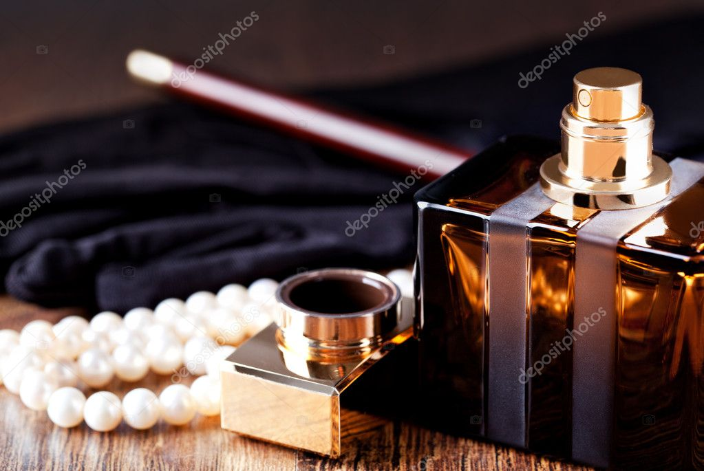 Beautiful bottle of perfume — Stock Photo #11997945