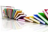 Knihy z přenosného počítače na bílém pozadí — Stock fotografie