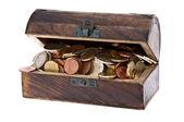 Coffre au Trésor rempli de pièces en euros — Photo