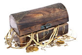 Treasure box with old jewelry — Stock Photo