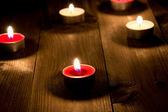 Grupo de velas ardiendo en la noche — Foto de Stock