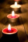 Una línea de velas encendidas — Foto de Stock