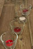 Occhiali con candele su legno — Foto Stock
