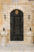 Door with emblem — Stockfoto