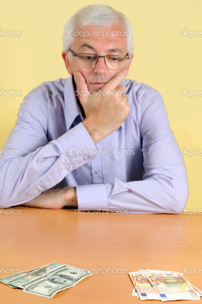 Senior man is selecting type of valuta — Stock Photo #11171391