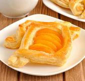 Puff pastry tarts with apricots — Stock Photo