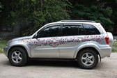Women's car is decorated with pink flowers — Foto de Stock