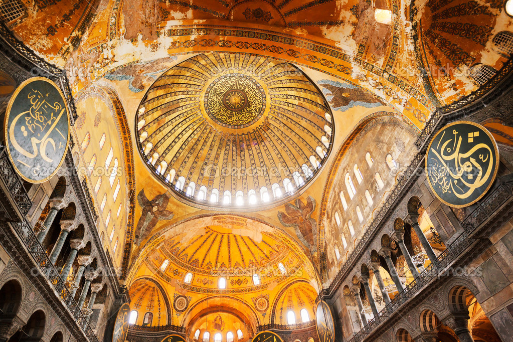 Decorative interior of the Beautiful Hagia Sofia Mosque, Istanbul, Turkey — Stock Photo #11607963