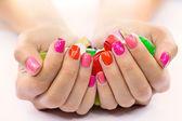 Süßigkeiten in händen — Stockfoto