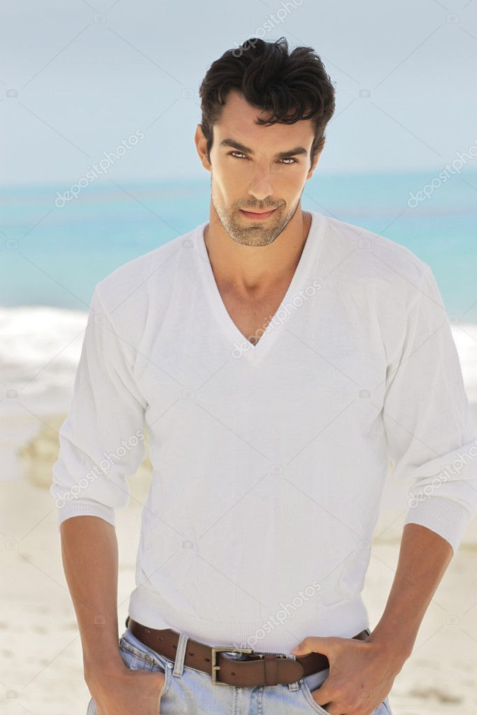 Good-looking man  lifestyle portrait outdoors — Stock Photo #10951918