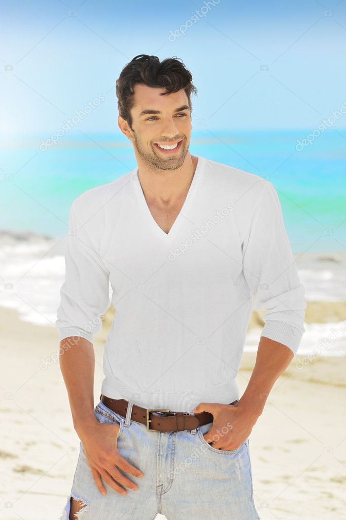 Great looking young man with nice smile outdoors — Stock Photo #11097781