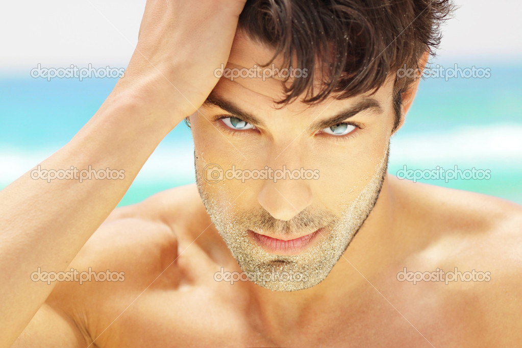 Outdoor natural close portrait of a handsome male model with beautiful eyes — Stock Photo #11382779