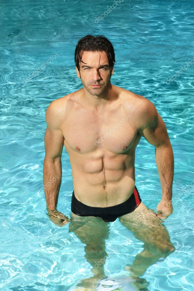 Фото парней в басейне 8 фотография
