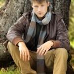 Человек в осень — Стоковое фото #12383824