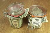 стеклянные банки с деньгами — Стоковое фото