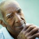 Closeup of happy old black man smiling at camera — Stock Photo