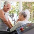Active senior friends talking and working out in fitness club — Stock Photo