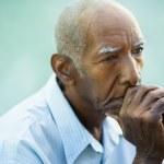 portret smutny łysy człowiek starszy — Zdjęcie stockowe